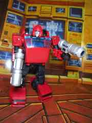 Transformers Generations War for Cybertron Earthrise Deluxe Cliffjumper Action Figure