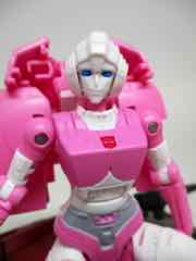 Transformers Generations War for Cybertron Earthrise Deluxe Arcee