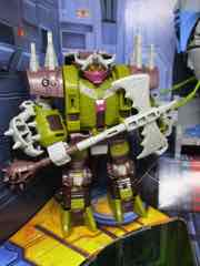 Hasbro Transformers Generations War for Cybertron Trilogy Pit of Judgement PulseCon Exclusive Set Bailiff Action Figure