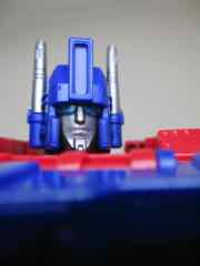 Hasbro Transformers Generations War for Cybertron Kingdom Leader Ultra Magnus Action Figure